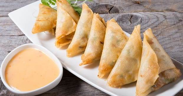 Keema Samosa with Yogurt Dip